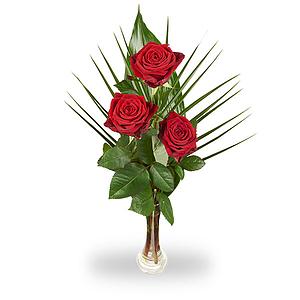 Prachtige rode rozen met decoratief groen en inclusief vaasje!